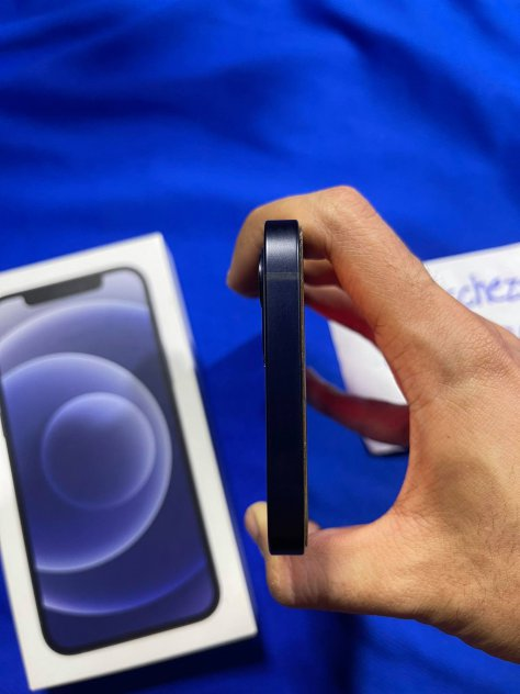 ขายiphone12 อุปกรณ์ครบกล่อง64GBสีดำราคา22000สภาพสวยๆเลยประกันเหลือ6เดือน picture